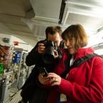 Silke ist zwar fotogen, aber das Smartphone ist wohl wichtiger